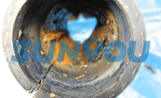 ゴム配管内の水垢溜まり