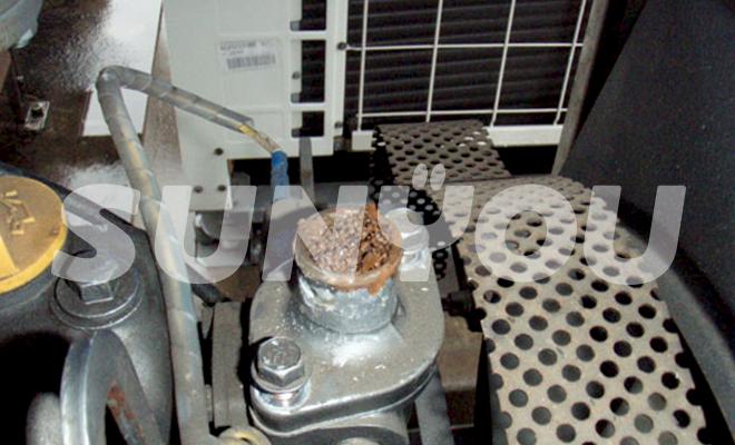 非常用発電機のサーモスタットカバー錆詰まり