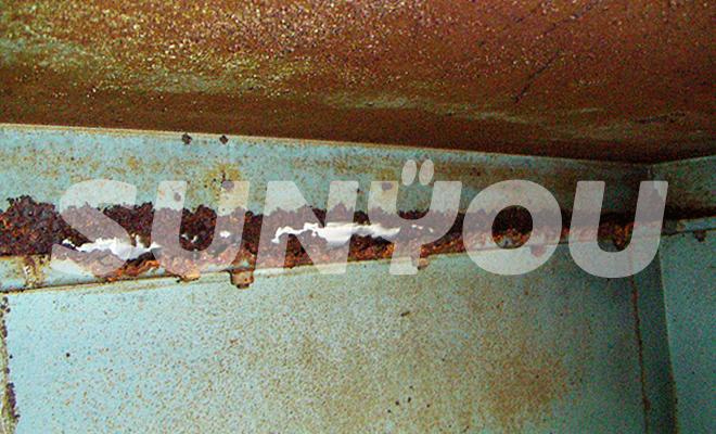 非常用発電機の外装内側・錆び及び腐蝕による亀裂