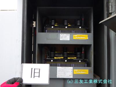 古い蓄電池が収まっている棚